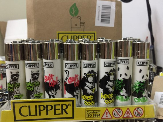 1 caja de 48 Mecheros Clipper Animals.